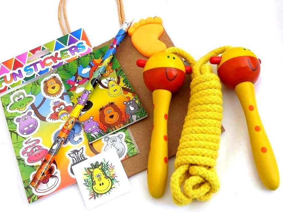 Wooden Gerry Giraffe Skipping Rope Party Bag